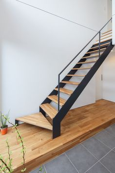 Upgrade Floating Stairs For Your Decoration This Year 01 Steel Stairs, Loft Stairs, House Stairs, Staircase Railing Design, Stair Design, Types Of Stairs, Escalier Design, House Gate Design, Exterior Stairs