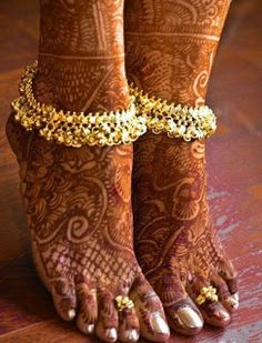 I am not sure what our costumes look like but i love the ankelets!- Bridal anklet or payal with mehndi or henna design Henna Designs, Anklet Designs, Ring Designs, Mehendi, Henna Mehndi, Nostalgia Photography, Jagua Henna, Becca Highlighter, Bollywood