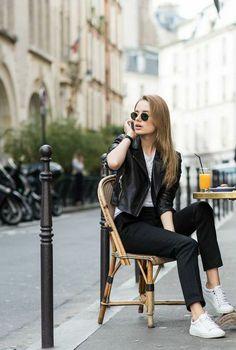 """お洒落な街と言えば""""パリ""""。街には、個性を生かしたセンスが光るパリジェンヌたちがたくさん!今回、私たちでも、取り入れやすいパリジェンヌのお洒落スタイルをチェックしてみました。今すぐにでも真似できるお洒落テク満載です!ぜひご覧ください。"""