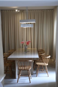 Designing a dining room? Here are 5 beautiful dining room design ideas that'll inspire you to design your perfect dining area. Be inspired and start decorating your dining room.