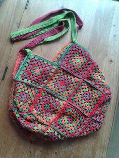 tas gemaakt voor een vriendin, basis is van granny squares