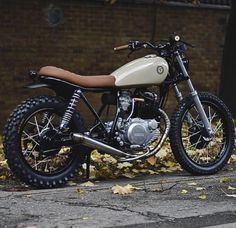 Yamaha SR250 customizada. Original, ela lembra muito a Suzuki Intruder, boa fonte de inspiração. Foto do Bike EXIF.