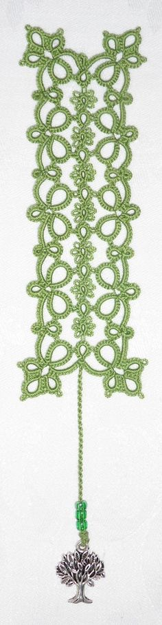 Flowering Quatrain Bookmark Pattern includes link to pattern download