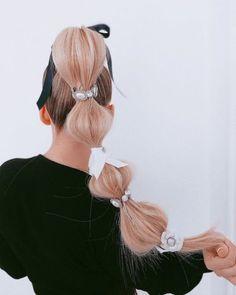 Cute Hairstyles For Medium Hair, Unique Hairstyles, Medium Hair Styles, Short Hair Styles, Harry Styles Hair, Bubble Ponytail, Barbie Hair, Editorial Hair, Sleek Ponytail