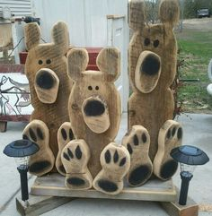 Bear paws Woodwork Crafts - The Beginners Guide To Woodworking Woodworking is one hobby Wooden Projects, Wooden Crafts, Craft Projects, Barn Wood Crafts, Crafts To Sell, Diy And Crafts, Arts And Crafts, Sell Diy, Pallet Crafts