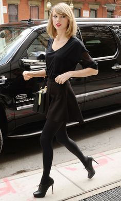 all-in-black outfit //Taylor Swift Taylor Swift Gallery, Taylor Swift Web, Taylor Swift Style, Taylor Swift Pictures, Taylor Alison Swift, Taylor Swift Outfits, Ethel Kennedy, Celebrity Style, Normcore