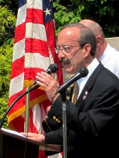 Congressman Engel addresses the crowd at the Memorial Day Service