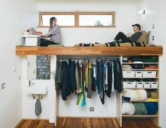 hölzernes hochbett für erwachsene - offener kleiderschrank darunter