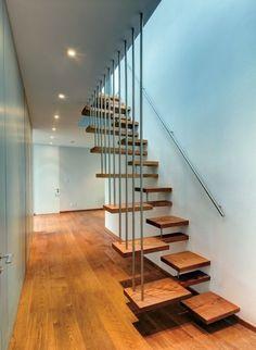 Holztreppe mit Edelstahl-Geländer- modern und stilvoll
