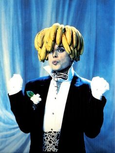 The Splendid Showmanship of Freddie Mercury I think I'm a banana tree! Freddy Mercury in the music video for Im going slightly mad Anthony Kiedis, Lauryn Hill, Queen Freddie Mercury, Great Bands, Cool Bands, Fred Mercury, Bryan May, Pink Floyd, Freddie Mecury