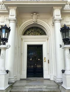 Amazing Classical Architecture and Gardens In England - across from Buckingham Palace in London - #georgianarchitecture