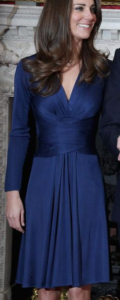 Kate Middleton Cocktail Dress - Kate looks regal at her Engagement Party in this long sleeve royal blue dress. Royal Blue Party Dress, Royal Blue Dresses, Blue Gown, Grade 8 Grad Dresses, Princesa Kate Middleton, Cocktail Gowns, Kate Middleton Style, Royal Fashion, Day Dresses