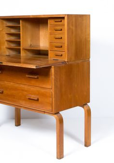 ALVAR AALTO, Early Secretary, model Manufactured by Oy Huonekalu- ja Rakennustyötehdas Ab (Turku, Finland) for Artek Oy, Finland. Material birch and laminated birch plywood. Outside Furniture, Small Furniture, Find Furniture, Vintage Furniture, Modern Furniture, Furniture Design, Interior Architecture, Interior And Exterior, Architecture Organique