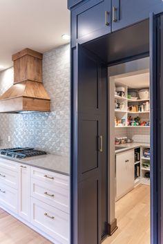Kitchen Pantry Design, Kitchen Redo, Home Decor Kitchen, Kitchen Furniture, Kitchen Interior, New Kitchen, Home Kitchens, Kitchen Remodel, Kitchen Pantries