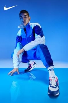 The new Air Max 90 FlyEase is ready to shop on Nike.com. Action Pose Reference, Human Poses Reference, Pose Reference Photo, Action Poses, Anatomy Reference, Nike Air Max, Air Max 90, Poses Silhouette, Male Models Poses