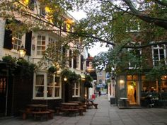 "lovingtheuk: "" The Princes Head Pub, Richmond, Surrey "" Richmond Surrey, Richmond Upon Thames, Richmond London, Beautiful Places To Visit, Beautiful World, Great Places, Around The World In 80 Days, Around The Worlds, Places In England"