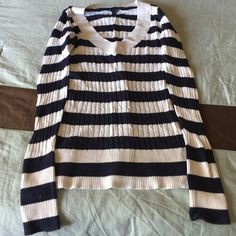 Navy Blue V-Neck Sweater Beautiful vneck sweater in excellent condition no pilling rips or stains medium weight great for spring Express Sweaters V-Necks