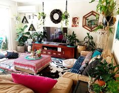 Plants always makes a interior space look more alive bohemian living rooms, Eclectic Living Room, Chic Living Room, Eclectic Decor, Living Room Designs, Living Room Decor, Bedroom Decor, Living Rooms, Bohemian Interior Design, Deco Boheme