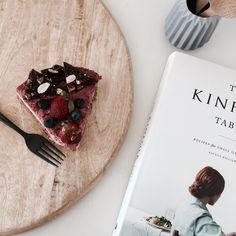 199 отметок «Нравится», 12 комментариев — @stylingbytiffany в Instagram: «left over birthday cake for breakfast . . . . . #interiordesign #interiorstyling #interior…»