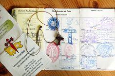 La credencial è una sorta di carta di via nel quale verranno apposti i sellos, timbri delle chiese o dei luoghi in cui si sosta a mangiare e dormire (foto: Alamy/Milestonemedia)