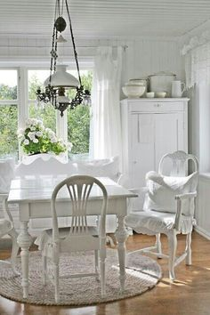Dining room in shabby chic white.