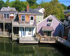 The Kennebunkport is a perfect vacation spot year-round! Learn about where to go, things to do in Kennebunkport in our Vacation Guide to Kennebunkport. Ogunquit Maine, Kennebunkport Maine, New England States, New England Travel, Kennebunk Maine, York Maine, Visit Maine, East Coast Travel, Maine Cottage