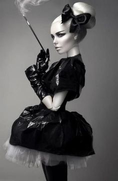 The #IlesFormula muse this week is Daphne Guinness. Look a like doll. Chic perfect hair. #hairdo #chignon