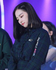 Jang Yeeun, Stars Play, Clc, Kpop Girls, My Girl, Rain Jacket, Windbreaker, Jackets, Beauty