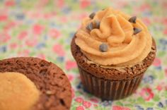Chocolate chip cookies dough cupcakes {Battle Food #18} | L'ornithorynque chafouin Cookies Dough, Cookie Dough Cupcakes, Chocolate Chip Cookie Dough, Battle, Chips, Desserts, Food, Cookie Dough, Platypus