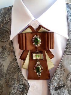 Купить Брошь-галстук - зеленый, брошь-орден, брошь-галстук, брошь ручной работы Ribbon Crafts, Ribbon Bows, Jewelry Crafts, Jewelry Art, Barrettes, Brooches Handmade, Collar And Cuff, Handmade Accessories, Beaded Embroidery