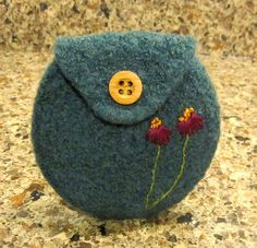 Ravelry: Agilejacks Slate Green Felted coin purse for Riana Wool Felt Fabric, Fabric Yarn, Felt Pouch, Felt Purse, Wet Felting, Needle Felting, Yarn Crafts, Felt Crafts, Embroidery Patterns