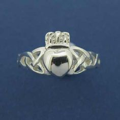 sarah and i have one. gotta get chys Irish Rings, Trinity Knot, Irish Men, Pretty Rings, All That Glitters, Claddagh, Celtic, Jewelery, Heart Ring