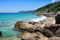 Lopes Mendes - RJ, ponto de encontro para os surfistas, seu aspecto selvagem atrai também os que querem fugir do agito das praias mais badaladas da região.