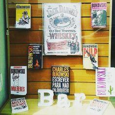 """www.bukowskigivesmelife.com/shop.html @bukowski_olegado.official - #OLegadoDoVelhoSafado Quando a pessoa ama o que faz e ama o Velho  _ """"Quando é dia de mudar a vitrine do seu local de trabalho e você pega uma parte pra fazer."""" _ Boa Tarde Bukowskianas e Bukowskianos que Acompanham o @Bukowski_OLegado.Official. _  #Repost by @camila_cristinabarbosa _ É LEITOR DE BUKOWSKI? ENVIE SUA FOTO! _ Colabore você também com o Melhor conteúdo Sempre aqui no IG do Velho Safado. Marque o IG…"""