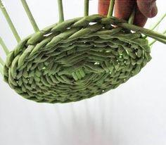 Плетение из газет. Нежная ажурная шкатулка (4) (340x297, 63Kb)