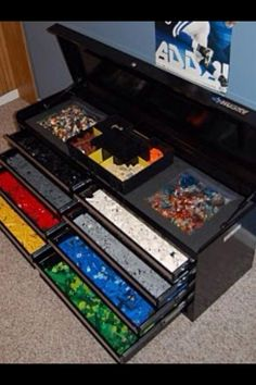 Lego storage idea: A compartmentalized tool box!  Ewwwwwww.  yeah!