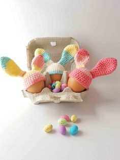A quick and easy and free egg cosy crochet pattern. These delightful little bunny ears are perfect decor for the Easter breakfast table.