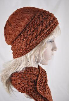 Ravelry: Hanging On Hat pattern by Linda Blakely Definitely want my hat to look like that! Now, how to do that stitch...