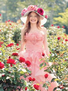 Takami bridal デジタルカタログ Flower Girl Photos, Girls With Flowers, Senior Portraits Girl, Lovely Girl Image, Romantic Girl, Fairytale Fashion, Cute Photography, Beauty Full Girl, Flower Fashion