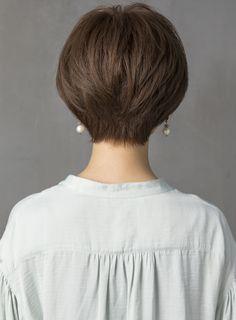 柔らかく、ゆるく動く毛先が春らしいパーマのショートスタイルです!骨格・顔型・横顔がキレイに見えるようなフォルムと丸みを残してカットしているので、上品な女性らしさが際立ちます。