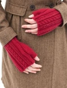 Free Fingerless Mitts and Gloves Patterns - How to Knit Stylish Handwarmers