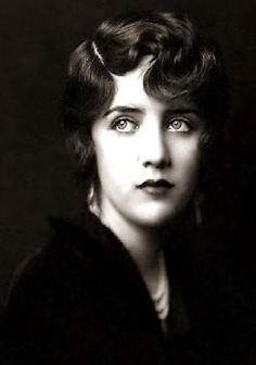 Susan Fleming, wife of Harpo Marx. Have never seen this photo of her before--it really caught my attention.