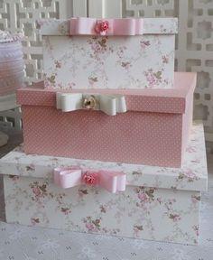 Trio de caixas de madeira com tecido Mais