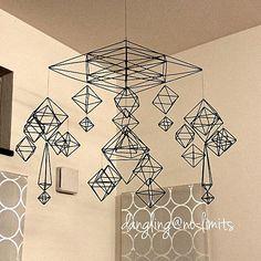 女性で、4LDKの詳細はblogで*/手芸/DIY/ハンドメイド/手作り/雑貨…などについてのインテリア実例を紹介。(この写真は 2015-01-07 22:53:33 に共有されました) Mobiles, Diy Straw, Geometric Decor, Button Art, Wire Crafts, Handmade Ornaments, Recycled Art, Wire Art, Jewellery Display