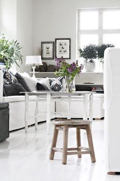 Living Room simple and striking #black #white