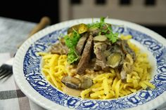 Boeuf Stroganoff #russian #beef #onion #sonntagsessen #stroganoff #rind #pickles #sauregurken #pilze #mushroom