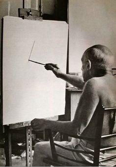 "Pablo Picasso in his studio - Villa ""La Californie"" Pablo Picasso, Kunst Picasso, Picasso Art, Picasso Paintings, Francisco Goya, Artist Life, Artist At Work, Henri Matisse, Henri Rousseau"