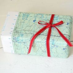 My 7 favourite ways to wrap gifts with recycled materials that look good and save money. Enjoy!