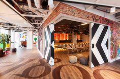 Gratis reageren op kantoorruimtes in Amsterdam. Corporate Design, Workplace Design, Retail Design, Business Design, Google Office, Design Corporativo, Interior Design, Design Ideas, Interior Concept