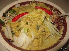 Welcome to Tevy's Kitchen: Rice noodle with Rhizome Roots soup (Num Banch Chouck Somlor Khmer) Asian Noodle Recipes, Asian Recipes, Asian Foods, Popular Recipes, Great Recipes, Popular Food, Cambodian Food, Cambodian Recipes, Exotic Food